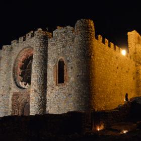 Castillo de Calatrava noche velas Iglesia